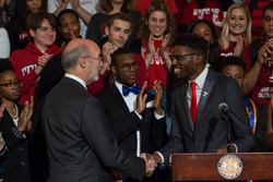 TSG President Tyrell Mann-Barnes shaking hands with Gov. Tom Wolf